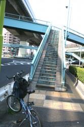 東名高速入り口の歩道橋