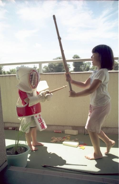 ●姉妹剣士、姉が妹に剣道の形を教えるという遊び-03